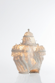davidray_light are onbody is show. porcelain 38 x 30 x 18 cm. 2012_smg
